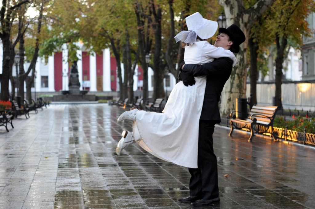 Один романтический день в Одессе для старших школьников
