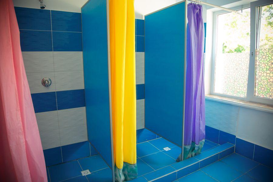 душ в лагере