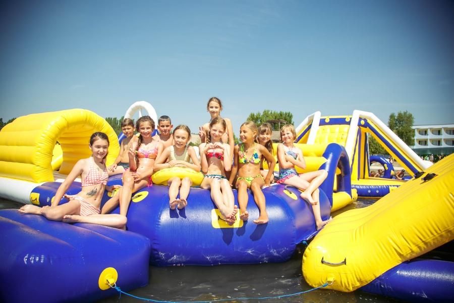 детский лагерь Бригантина горка на воде
