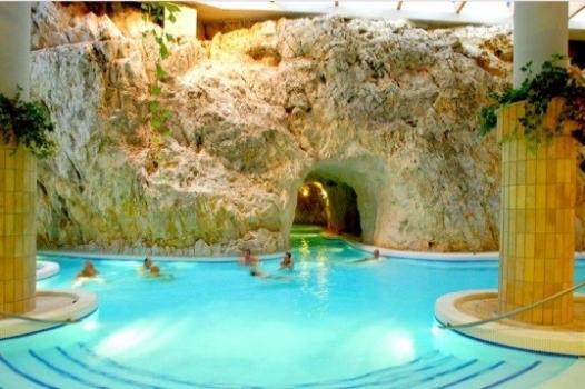 термальные купальни в гротах Мишкольц-Тапольца