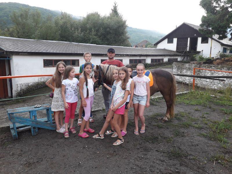 Верховая езда для детей в Карпатах