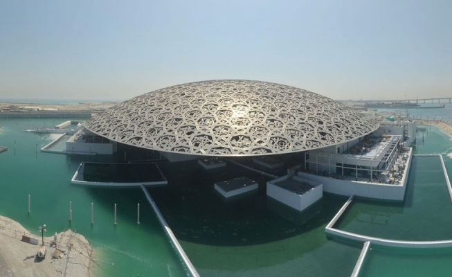 Louvre Abu Dhabi в Абу Даби
